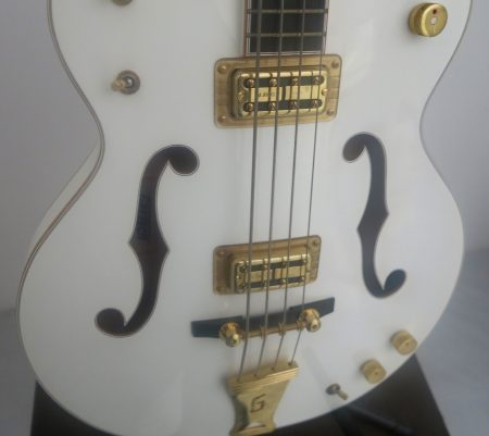 gretsch white falcon close face
